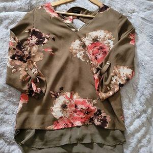 ❄3/$30-Dynamite Floral Blouse